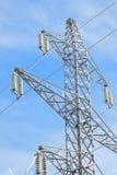 Isolante glassato del dettaglio del pilone di elettricità il giorno di inverni soleggiato Immagine Stock
