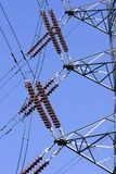 Isolants de pylône de l'électricité image stock
