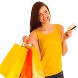 年轻愉快的微笑的妇女, isolat画象有购物袋的 免版税库存图片