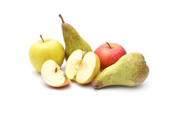 Isolat de poires et de pommes sur le fond blanc image stock