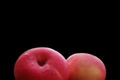 Isolat de pommes fermé aux pommes sur le fond noir Photo stock