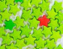 Isolat des étoiles colorées de sucrerie de Tablette de lait Image libre de droits