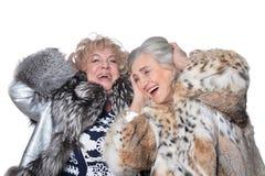 Isolat mit zwei älteres Frauen auf Weiß Stockfotografie