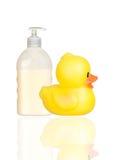 Isolat plástico amarelo do distribuidor do banho do pato e do barco Fotos de Stock Royalty Free