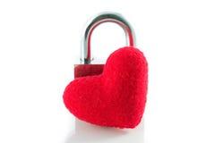Isolat rouge de serrures de clé de coeur Photo stock