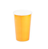 Isolatad giallo della tazza di carta su bianco Immagine Stock Libera da Diritti