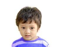 Isolatbilden av ett indiskt behandla som ett barn myndiga 1 år för pojke Arkivfoton