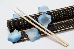 Isolated bamboo mat with chopsticks Royalty Free Stock Photography