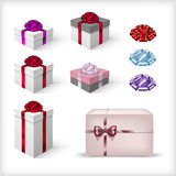 Isolated christmas gift box with bow and ribbon Royalty Free Stock Photography