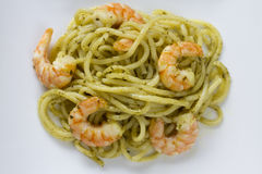 Isolated Spaghetti with Prawns and Pesto Royalty Free Stock Photos