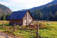 Isolated wooden house in mountains Stock Images