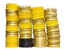 Isolater av gula kapsyler. Royaltyfri Bild