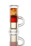 Isolatet multicouche de tir d'alcool sur le blanc Image libre de droits
