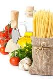 Isolationsschlauch, Käse und Gemüse. Stockbild