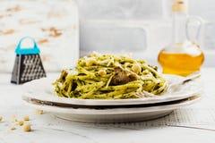 Isolationsschlauch mit Pesto Soße Lizenzfreies Stockbild