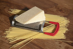 Isolationsschlauch und Parmesankäse Stockfotos