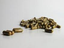 Isolatkrautdrogen-Medizinkapsel stockfoto