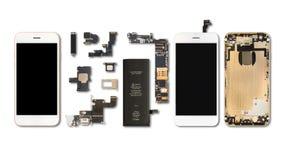Isolato delle componenti di Smartphone su bianco fotografia stock