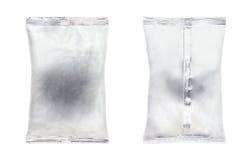 Isolato di alluminio del pacchetto, della parte anteriore e della parte posteriore della borsa sul backgrou bianco Fotografie Stock