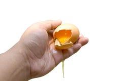 Isolato disponibile della crepa delle coperture dell'uovo Fotografia Stock Libera da Diritti