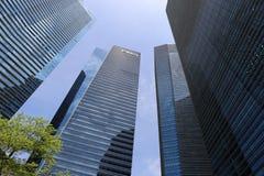 Isolato fra le alte costruzioni moderne a Singapore Fotografie Stock Libere da Diritti