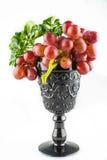 Isolato maturo dell'uva rossa Immagine Stock