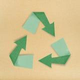 Isolato riciclato del segno del bastone del mestiere di carta su bianco Fotografia Stock