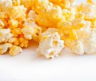 Isolato salato dei granuli del popcorn Fotografia Stock