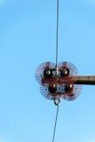 Isolatoren einer Hochspannungsleitung Lizenzfreies Stockbild