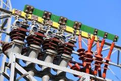 Isolatoren eines Kraftwerks mit großem elektrischer Strom transmissi Lizenzfreie Stockbilder