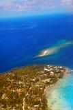 Isole all'oceano. Paesaggio in giorno pieno di sole Fotografia Stock