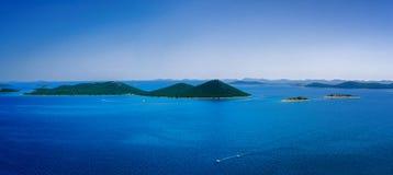 Isole di stupore di Kornati della Croazia Parte settentrionale della Dalmazia Dettaglio soleggiato di vista sul mare da Zadar a S Fotografia Stock