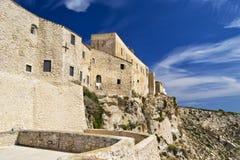 Isole di Tremiti - vista della casta nell'isola di San Nicola fuori della costa di Gargano, Puglia, Italia Fotografia Stock Libera da Diritti
