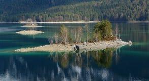 Isole in Eibsee Fotografia Stock Libera da Diritti