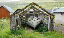 Isole faroe, casa di barca in Gjov fotografia stock
