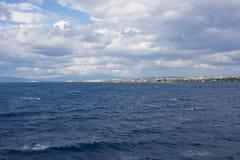 Isole greche, vista dal mare fotografie stock