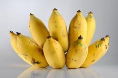 Isoleer bos van rijpe banaan Stock Afbeelding