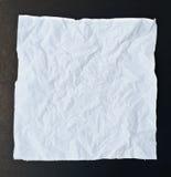 Isolement chiffonné de noir de papier de soie de soie photo stock
