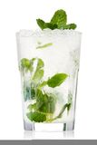 Isolement de cocktail de Mojito sur un blanc photos stock