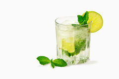 Isolement de cocktail de Mojito sur un blanc image libre de droits