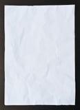 Isolement noir de papier chiffonné Image stock
