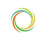 Isolerad abstrakt färgrik rund sollogo Regnbågelogotyp för rund form Virvel-, tromb- och orkansymbol Spining Arkivbild