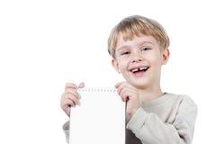 isolerad anteckningsbok för pojke holding Royaltyfri Fotografi