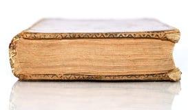 isolerad antik bok royaltyfri foto
