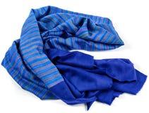 Isolerad blå halsduk av pashminaen royaltyfria bilder