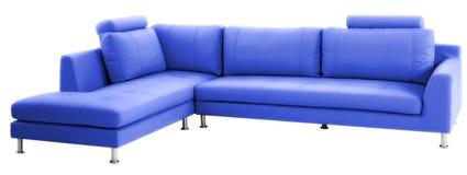 Isolerad blå modern soffa fotografering för bildbyråer