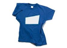 Isolerad blåttt-skjorta Arkivbild