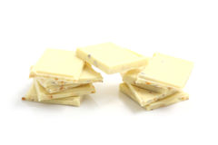 isolerad choklad pieces white Royaltyfri Bild