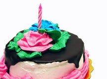 isolerad födelsedagcake Arkivfoto