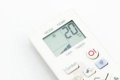 Isolerad fjärrkontrollluftkonditioneringsapparat på 20 celsiust för grader Royaltyfria Bilder